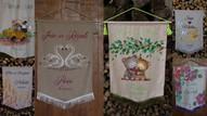 Kāzu karogi uz linu un zīdu, ar bārkstīm vai mežģīnēm.
